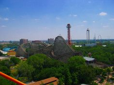 Dallas Fortworth may be known for cowboy boots and horses, but it is not without its amusement parks!