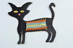 HALLOWEEN BLACK CAT CRAFT Halloween Cat Crafts, Halloween Projects, Cute Halloween, Weaving Yarn, Yarn Projects, Cats, Hallows Eve, Kid Crafts, Black
