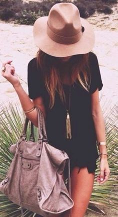boho chic look. For the BEST Bohemian fashion inspo FOLLOW https://www.pinterest.com/happygolicky/the-best-boho-chic-fashion-bohemian-jewelry-gypsy-/ now