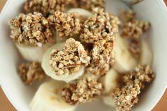 Raw, Vegan Almond and Coconut Granola v