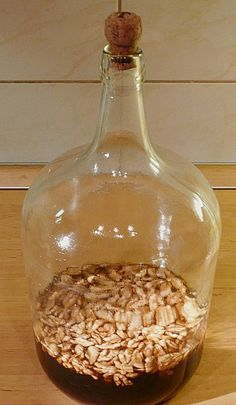Walnut liqueur from markhoff Recipes With Parmesan Cheese, Vegan Parmesan Cheese, Walnuts Nutrition, Healthy Nutrition, Fall Punch Recipes, Drink Recipes, Easy Alcoholic Drinks, Walnut Recipes, Triple Sec