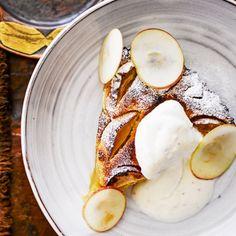 Manteli-omenapiirakka (ohjeen 2 rkl vehnäjauhoja voi korvata gluteenittomilla jauhoilla)