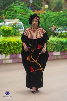 Latest Unique Ankara Gowns designs that are now trending in the society right now African Print Dress Designs, African Print Fashion, African Design, African Maxi Dresses, African Attire, African Wear, Ankara Gown Styles, Ankara Gowns, Maxi Gowns