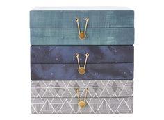 Lådor för smycken förvarar du i smyckesaskar, smyckeskrin från House Doctor. Heminredning och ordning och reda på nätet köper du hos Förvara.se, med fokus på förvaring.