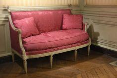 Canapé en bois mouluré, sculpté et laqué par Georges JACOB, époque Louis XVI vendu 7500€ le 09/12/2015 #canapé  #LouisXVI #Daguerre  #Drouot