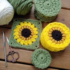 Sunflower Blanket in Progress 🌻 Do you love Sunflowers? This Blanket is a special custom order, that will be given to a Very wonderful… Granny Square Crochet Pattern, Crochet Squares, Crochet Granny, Crochet Stitches, Knit Crochet, Blanket Crochet, Granny Squares, Crochet Sunflower, Crochet Flowers