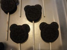 Sew Divertimento: Mickey Mouse Cookies on a Stick!