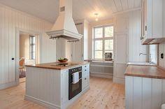 Platsbyggt skafferi Style At Home, Kitchen Reno, Kitchen Dining, Villa, Kitchen Stories, Swedish House, Country Kitchen, Home Kitchens, Beautiful Homes