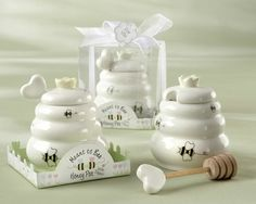 Wedding favors - Meant to bee!!!! Honey jar, Honey Pot Keywords: #honeybeeweddings #jevelweddingplanning Follow Us: www.jevelweddingplanning.com  www.facebook.com/jevelweddingplanning/