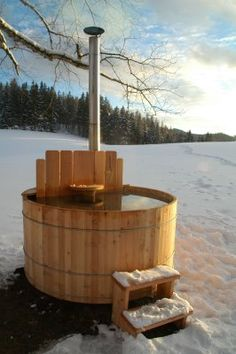Traditional Wood Hot Tub. - Stuff my husband can build!