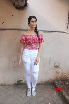 """Mumbai: Promotion of film """"Loveratri"""" Warina Hussain - Social News XYZ Photos: at the Promotion of film Muslim Fashion, Bollywood Fashion, Teen Fashion, Bollywood Celebrities, Bollywood Actress, Cool Braid Hairstyles, Elegant Girl, Celebrity Outfits, Celebrity Style"""