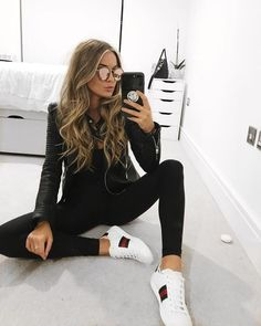 Cute black leather jacket over all black with comfy white sneakers. Cute black leather jacket over a Fashion Mode, Look Fashion, Winter Fashion, Womens Fashion, Fashion Black, Fashion Stores, 50 Fashion, Fashion Trends, Sport Fashion