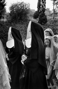 Magnum Photos - Henri Cartier-Bresson, Dublin, 1952, Corpus Christi church drumcondra maybe