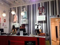 Nuestra tienda en CALLE PELAYO 5 Metro L1 y L2 - Universitat(Barcelona) Bienvenidos Nuestros personal shoppers siempre están encantados a ayudarte! www.inusualshop.es