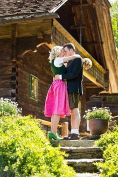 Ein Hochzeitstraum in Tracht am Gaisrieglhof. #gaisrieglhof #schlossobermayerhofen #heiratenintracht  (c) Orange Foto Orange, Environment, Pictures, Getting Married, Wedding