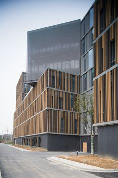building Galería de Parque tecnológico Nanjing Hongfeng, edificio / One Design - 17 Nanjing Hongfeng Technology Park, Gebäude # Gebäude Office Building Architecture, Building Exterior, Building Facade, Facade Architecture, Contemporary Architecture, Building Ideas, Building Skin, Amazing Architecture, High Building