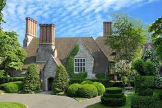 This is my dream house in a nut shell! Tudor mansion designed by architect Charles Lewis Bowman in Veranda magazine. Greenwich Connecticut, English Garden Design, Grand Luxe, Stone Mansion, Tudor House, Mansions For Sale, Luxury Real Estate, Architecture, Luxury Homes
