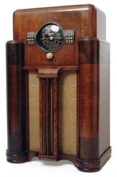 Streamline Art Decó radio