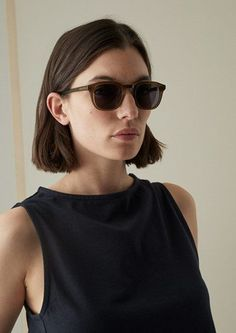 Our Finlay & Co Douglas Sunglasses have a rectangular shape and are made from good quality acetate. Above The Shoulder Haircuts, Above Shoulder Length Hair, Chin Length Hair, Short Hair Cuts For Teens, Thick Short Hair, Short Hair Model, Dark Brown Short Hair, Hairstyles Haircuts, Straight Hairstyles