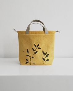 Preorder vegan project bags dyed with plants and stamped by hand Diy Sac, Yarn Ball, Craft Bags, Visual Diary, Kids Bags, Knitted Bags, Handmade Bags, Handmade Bracelets, Bead Crochet