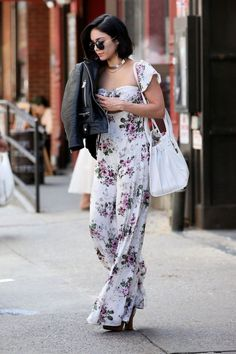 Vanessa Hudgens in Long Floral Dress out in Soho Estilo Vanessa Hudgens, Vanessa Hudgens Style, Daily Fashion, Everyday Fashion, Net Fashion, Floral Print Maxi Dress, Dress Out, Fashion Tips For Women, Womens Fashion