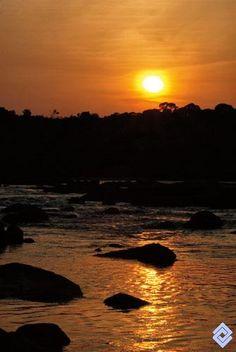 Atardecer Colombiano en el raudal Payara, Río Inírida,