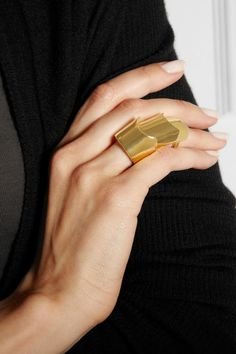 Love this gold ring - Eddie Borgo