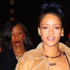 Rihanna in Jennifer Fisher Gold Choker