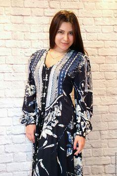 Купить бохо-платье серебристо-синее - тёмно-синий, цветочный, крупные цветы, глубокий синий