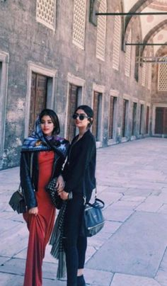 Inside Pics: Sridevi's Fantastic Holiday With Family Bollywood Stars, Bollywood Fashion, Bollywood Celebrities, Bollywood Actress, Sridevi Daughter, Oscars Red Carpet Dresses, Hollywood Heroines, Cute Actors, Holiday Pictures