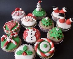Vanilla cupcakes decorated with fondant. Classes are available : [link] Xmas Cupcakes Christmas Cupcakes, Christmas Sweets, Christmas Goodies, Holiday Cookies, Fondant Cookies, Cupcake Cookies, Holiday Baking, Christmas Baking, Macaron