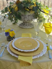 Purple Chocolat Home: Bumble Bee Tablescape