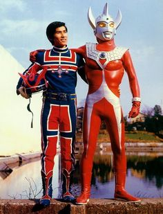 Kotaro Higashi and Ultraman Taro somehow the same size, and at the same place at the same time . . .