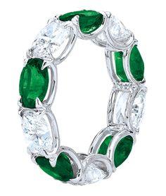 CELLINI Emerald and Diamond Ring (=)