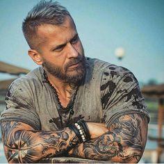 New Fashion Mens Hipster Beard Tattoo Ideas Scruffy Men, Hairy Men, Bearded Men, Men Beard, Mohawk Hairstyles Men, Haircuts For Men, Hipster Hairstyles, Tatted Men, Hipster Man