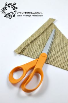 Burlap Banner Tutorial...used this to make my new Christmas banner!  So fun!