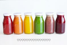 Healthy recipes for cold pressed rainbow juices. Not only do these cold pressed juices look pretty, they taste great, too! Perfect for weight loss. Rainbow Juice Recipe, Rainbow Food, Eat The Rainbow, Juice Diet, Juice Smoothie, Juice Cleanse, Healthy Juices, Healthy Smoothies, Packaging