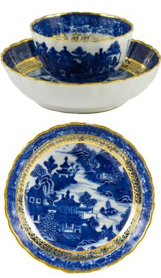 18th Century Tea bowl and saucer, England. Blue and White Willow pattern (design date 1780). Gilded. Close up of interior of saucer. Via Lavish shoestring: http://www.lavishshoestring.com/sold/georgian-blue-and-white-teabowl-and-saucer