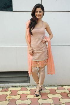 isha talwar in sleeveless salwar kameez ! Beautiful Dress Designs, Beautiful Dresses, Nice Dresses, Summer Dresses, Awesome Dresses, Punjabi Dress, Punjabi Suits, Salwar Kameez, Churidar