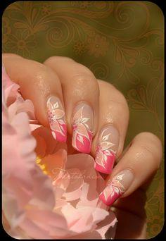 Tartofraise nail art