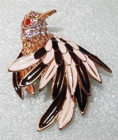VINTAGE GOLDTONE HEAVELY JEWELED FIGURAL BIRD HUMMING BIRD  BROOCH PIN