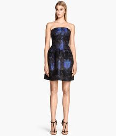 Fitted dress in woven fabric with a sheen. Decorative seams at top and pleats on flared skirt. Bodice with silicone trim inside upper edge and boning at front, back and sides to keep dress in place. Detachable, adjustable shoulder straps. Lined.
