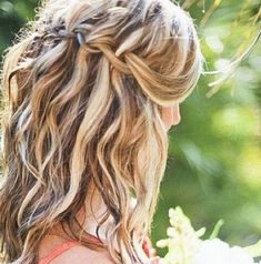 20 Medium curly hairstyles for every occasion. Try best medium curly hairstyles. Top medium hairstyles for curly hair. Curly hairstyles for medium length. My Hairstyle, Pretty Hairstyles, Braided Hairstyles, Wedding Hairstyles, Hairstyles 2016, Straight Hairstyles, Funky Hairstyles, Textured Hairstyles, Bridesmaids Hairstyles