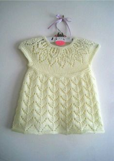 Ravelry: Polly Dress pattern by Suzie Sparkles Girls Knitted Dress, Knit Baby Dress, Knitted Baby Clothes, Knitting For Kids, Baby Knitting Patterns, Baby Patterns, Baby Girl Dress Patterns, Doll Dress Patterns, Baby Girl Cardigans