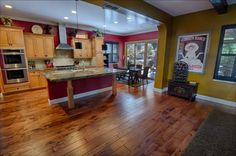 The Maple Stout from our English Pub series really compliments wall color and decor. The medium color variation also blends in with the kitchen's cabinetry. #kitchen #decor #hardwoodflooring #floors #dining