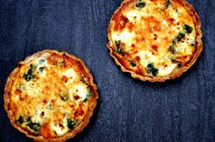 Goat's curd and spinach tart (Serves: 4 – Preparation time: – Spinach Tart, Goats Curd, Vegetarian Recipes, Cooking Recipes, Lunchbox Ideas, Lunch Box, Entertaining, Breakfast, Food