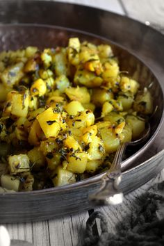 Simple Potato Fenugreek Curry/Aloo Methi - Cookilicious - Potato Fenugreek Curry/Aloo Methi curry is a simple yet tasty Indian curry dish which is served with roti/chapati/naan/bread. An excellent lunch box recipe.