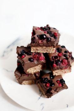 Barres chocolat coco aux fruits rouges (#vegan) (recette de Mary Devinat)