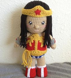 Wonder woman Crochet pattern. Someone make this for mee ! lol. i'm learning but i'm not this good yet =P