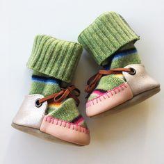 Baby & Kleinkind Upcycled Wolle Booties mit Lammfell Sohlen und eingebauten Stulpen. von MWMeganWoods auf Etsy